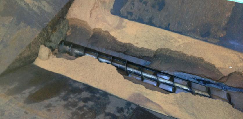 Aspirazione resine serbatoio acqua demi in esercizio Priolo 2013_3